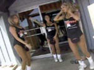 160_hooters_4_080725